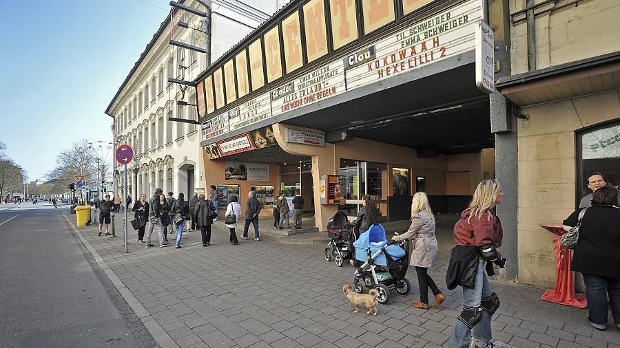 """Am 29. November 1956 wurde der """"City-Palast"""" in der Fürther Innenstadt mit dem Streifen """"Musikparade"""" eröffnet, heute steht das Traditionskino wegen der Planung des Einkaufsschwerpunkts vor dem Aus."""