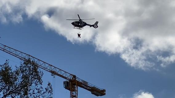 Polizeihubschrauber erregt Aufsehen in Nürnberg: Beamte seilten sich aus der Luft ab