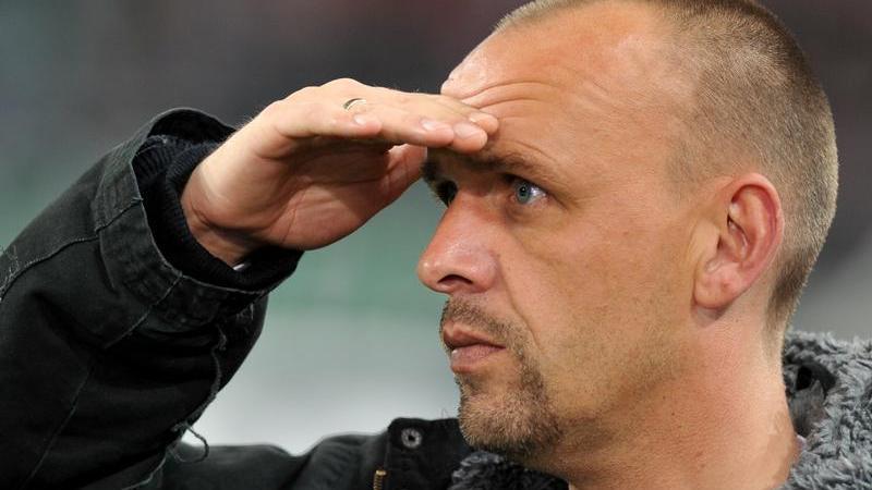 Beim rheinischen Rivalen aus Köln schmiss Holger Stanislawski nach Ablauf der vergangenen Spielzeit die Brocken hin.