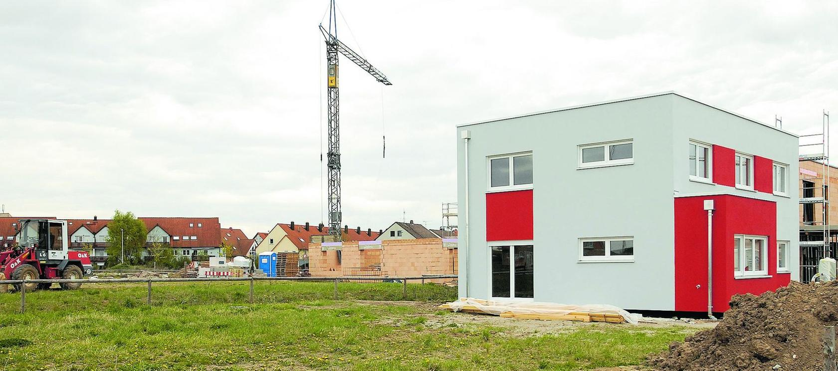 Das neue Baugebiet zwischen Mönaustraße (im Hintergrund) und der Häuslinger Straße zeigt an, wohin das Bauen geht: Es wird immer stärker auf niedrig(st)en Energieverbrauch geachtet.
