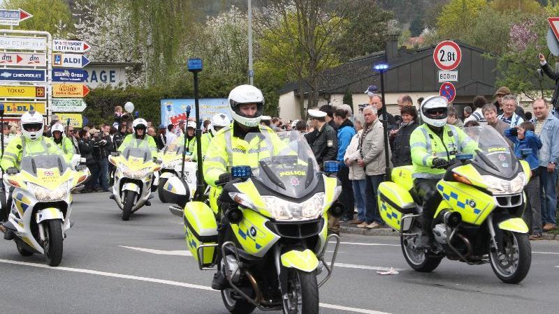 ...genauso wie mehrere hundert Polizisten, die per Motorrad aus ganz Deutschland und aus dem Ausland angereist waren...