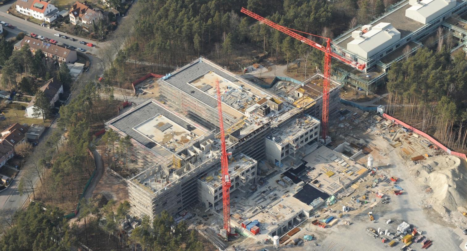 Auf diesem Bild befand sich das 2013 fertiggestellte Gebäude auf dem Erlanger Südgelände der Friedrich-Alexander-Universität noch im Bau.
