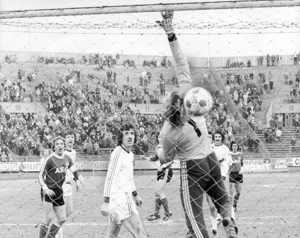 Wembley in der Noris: Walitzas Treffer unter Zuhilfenahme der Unterkante der Latte zählte.
