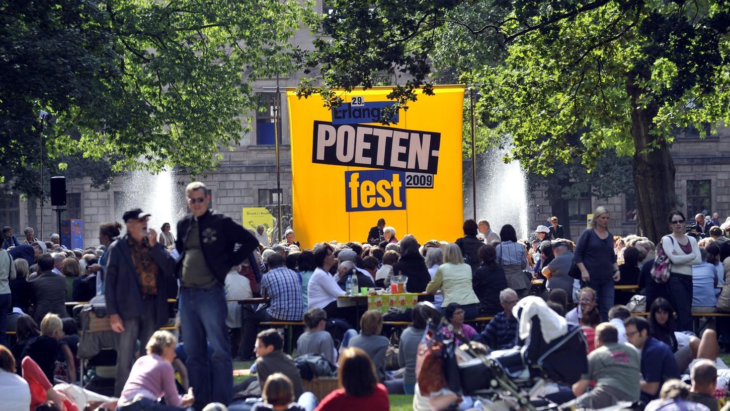 Im letzten Jahr lockte das Poetenfest zahlreiche Gäste in den Schlosspark.