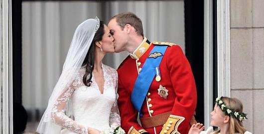 Der Kuss auf dem Balkon des Buckingham Palace besiegelt es: William und Kate geben sich am 29. April 2011 in Westminster Abbey das Ja-Wort.