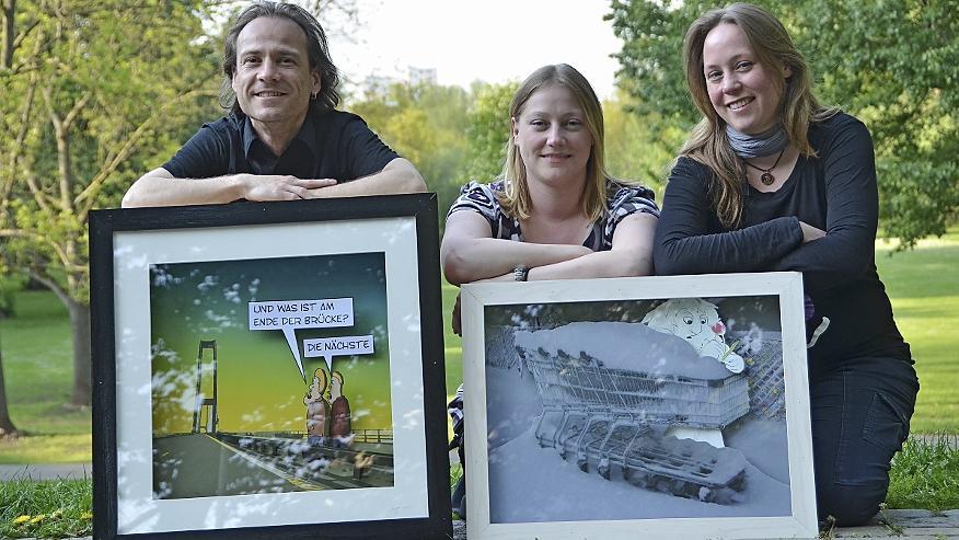 Der Fürther Cartoon-Fachmann Anjo Haase stellt gemeinsam mit Stella Springhart aus, die Fotografien ihrer Schwester Dina (Mitte) auf ihre Weise bearbeitet.