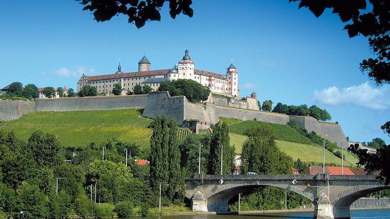 Die Residenzstadt weist eine Häufigkeitszahl von 9163 Fällen. Insgesamt wurden in Würzburg 11.426 Straftaten begangen.