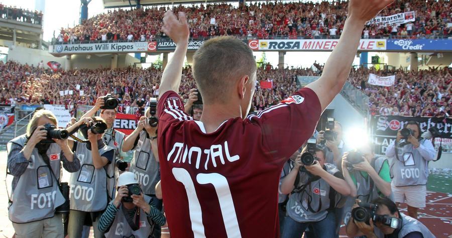 Es war einer der emotionalsten Momente der jüngeren Club-Geschichte. Bei Mintal und auf der Tribüne flossen die Tränen in Strömen, als Mintal gemeinsam mit den Fans
