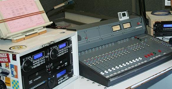 Bei Radio Z arbeiten die Programmacher an bis 25 Jahre alter Technik.