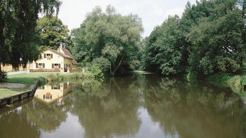 Zwischen Altmühl und Rezat liegt bei Graben, einem Ortsteil von Treuchtlingen, eines der größten technischen Kulturdenkmäler des frühen Mittelalters: DieFossa Carolina, auch Karlsgraben genannt,gehört zu den