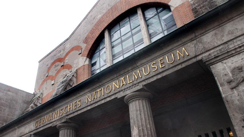 Das Germanische Nationalmuseum in Nürnberg ist das größte kulturgeschichtliche Museum im deutschsprachigen Raum. Es hütet über 1,3 Millionen Objekte von der Ugeschichte bis in die Gegenwart, von denen natürlich immer nur ein Bruchteil ausgestellt werden kann.
