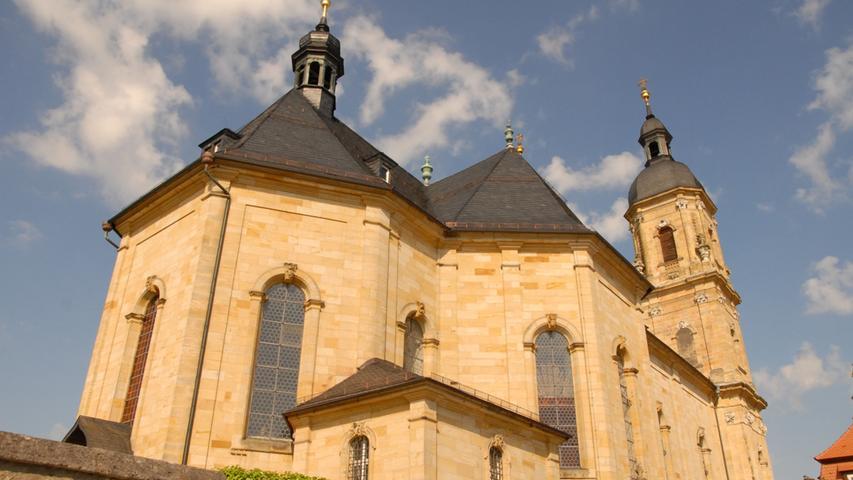 Zentrum des wichtigsten Pilgerortes in der Fränkischen Schweiz: DieWallfahrtsbasilika in Gößweinstein. Bereits im Jahr 1071 soll auf dem Platz eine Kapelle gestanden haben. Das Baudenkmal liegt seit dem Jahr 2009 an einem markierten Jakobsweg.