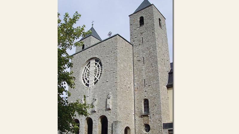 Seit über 1200 Jahren leben und arbeiten die Benediktiner in Münsterschwarzach. Schon von Weitem kann man die vier Türme der Abtei in den Himmel ragen sehen. Diese stünden für dietiefe Verbindung zwischen den Mönchen der Benediktinerabtei und der Region, so die Gemeinschaft.