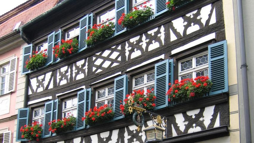 Egal, was man vom dazugehörigen Rauchbier hält. Das GasthausSchlenkerlain Bamberg ist ein echtes Juwel. Erstmals erwähnt wurde es im Jahr 1405.