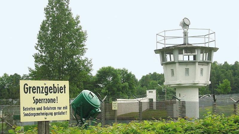 Das Freilichtmuseum Mödlareuth ist ein Freilichtmuseumin dem einst durch die innerdeutsche Grenze geteilten Ort Mödlareuth. Die Amerikaner hatten den Ort