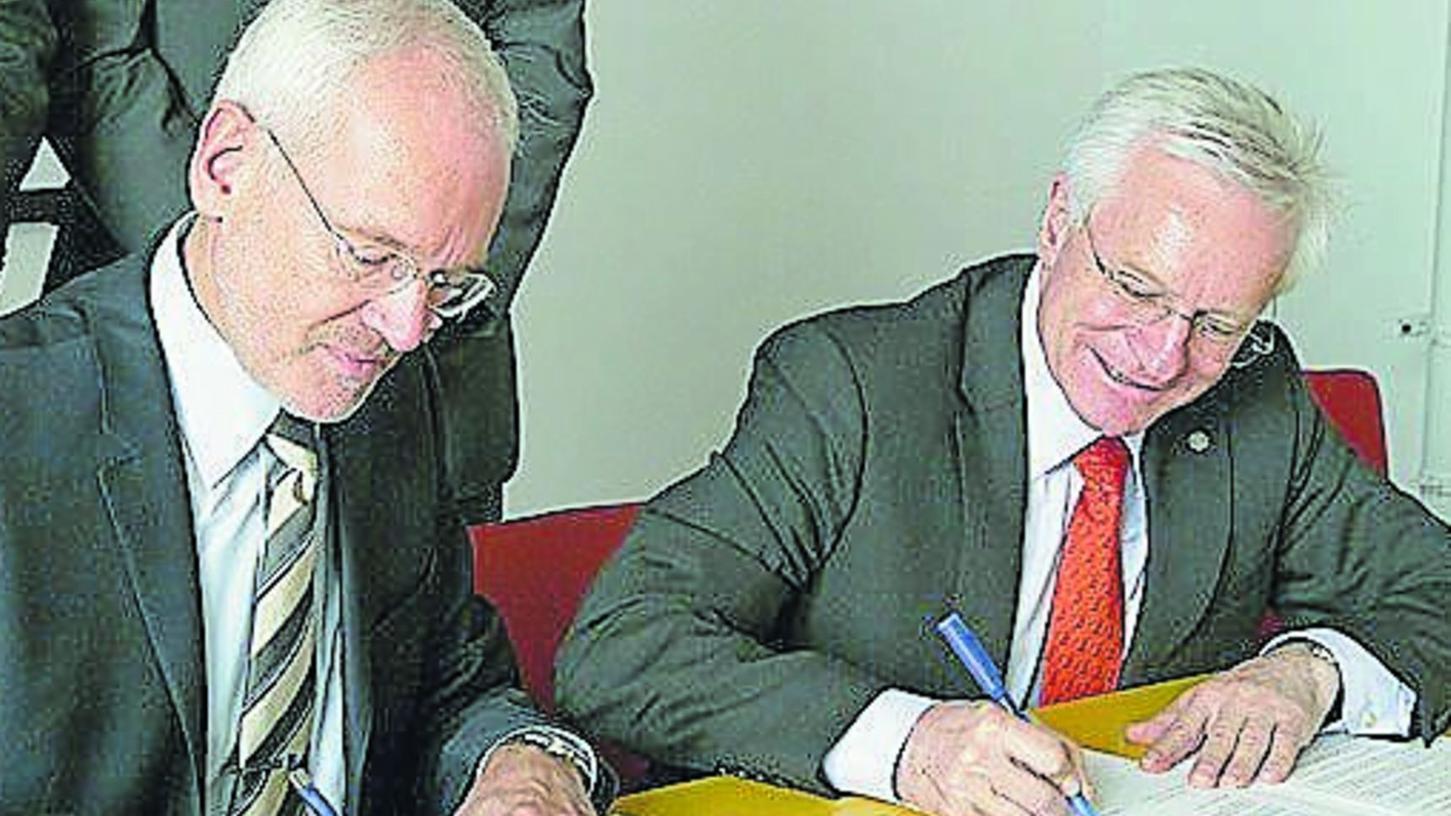 Schon wieder ein Vertrag: Die Präsidenten Braun und Grüske bei der Unterzeichnung.