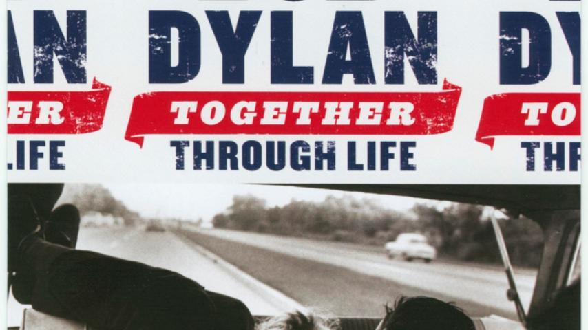 Mitte der 60er Jahre begann Dylan, seine Musik elektrisch verstärken und sich von einer Band begleiten zu lassen. Beim Newport Festival 1965 und seiner folgenden Europa-Tournee musste sich Dylan immer wieder von puristischen Freunden der Folkmusik ausbuhen lassen. Die Konzerte dieser Tour wurden später als Filmdokumentation