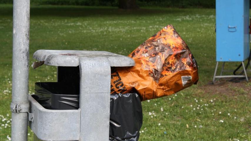Hinterher nicht vergessen: Müll entsorgen! Genügend Abfalleimer gibt es dort auf jeden Fall.