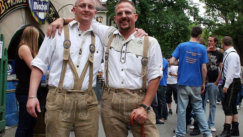 Micha (31) aus Erlangen und Dani (38, von links) aus Nürnberg: