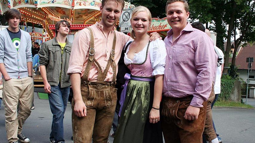 Tobi (23) aus München, Kadda (23) aus Neustadt, Vincent (23, von links) aus Berlin finden: