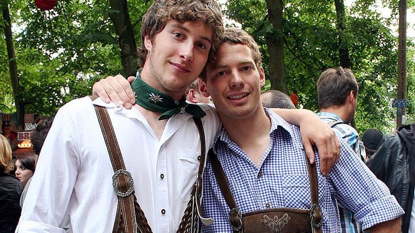 Andi und Peter (beide 21, von links) und aus München sagen nur: