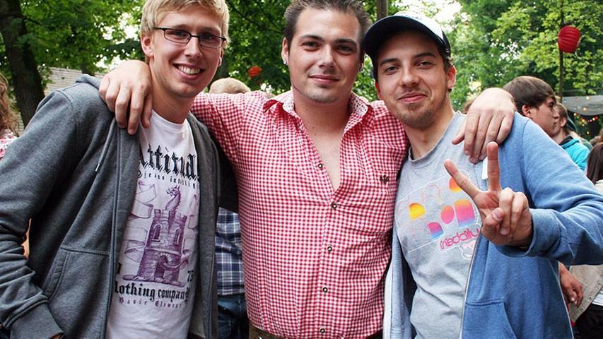 David (23), Benny (24) beide aus Erlangen und Gutrum (24, von links) aus Bamberg finden: