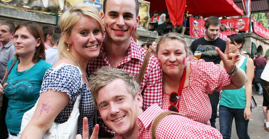 Steffi (24, von links) aus Fürth, Aron (21) aus Würzburg, Nicole (26) aus Fürth und Stefan (23) aus Bamberg sind sich einig: