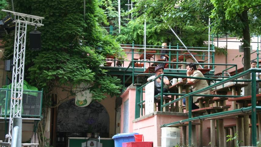 Auch der Entla's Keller ist am Berg seit Langem eine Institution. Der Besitzer Fritz Engelhardt bezeichnet sich selbst gern als
