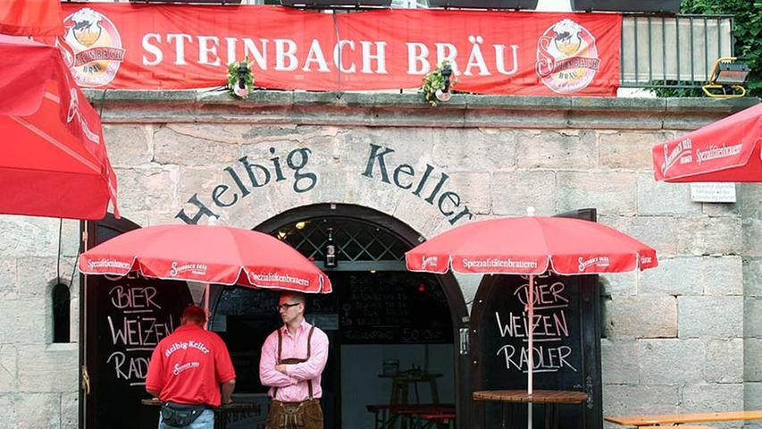 Beim Helbig Keller handelt es sich um einen Keller, der sogar Sitzmöglichkeiten im Gewölbe bietet. Der Helbig Keller befindet sich direkt gegenüber des Riesenrads und schenkt das einzige dunkle Bergkirchweihbier sowie das beliebte Goldblondchenweizen von der Brauerei Steinbach aus.
