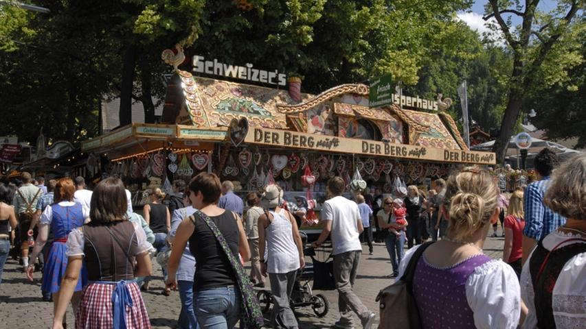 Der Berg ruft - und die Menschen aus der Region strömen hin. Leckere Lebkuchen gibt es am Stadt von Schweizer's Knusperhaus.