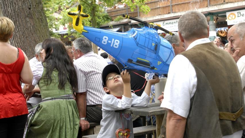 Wo will dieser Hubschrauber woll hinfliegen?