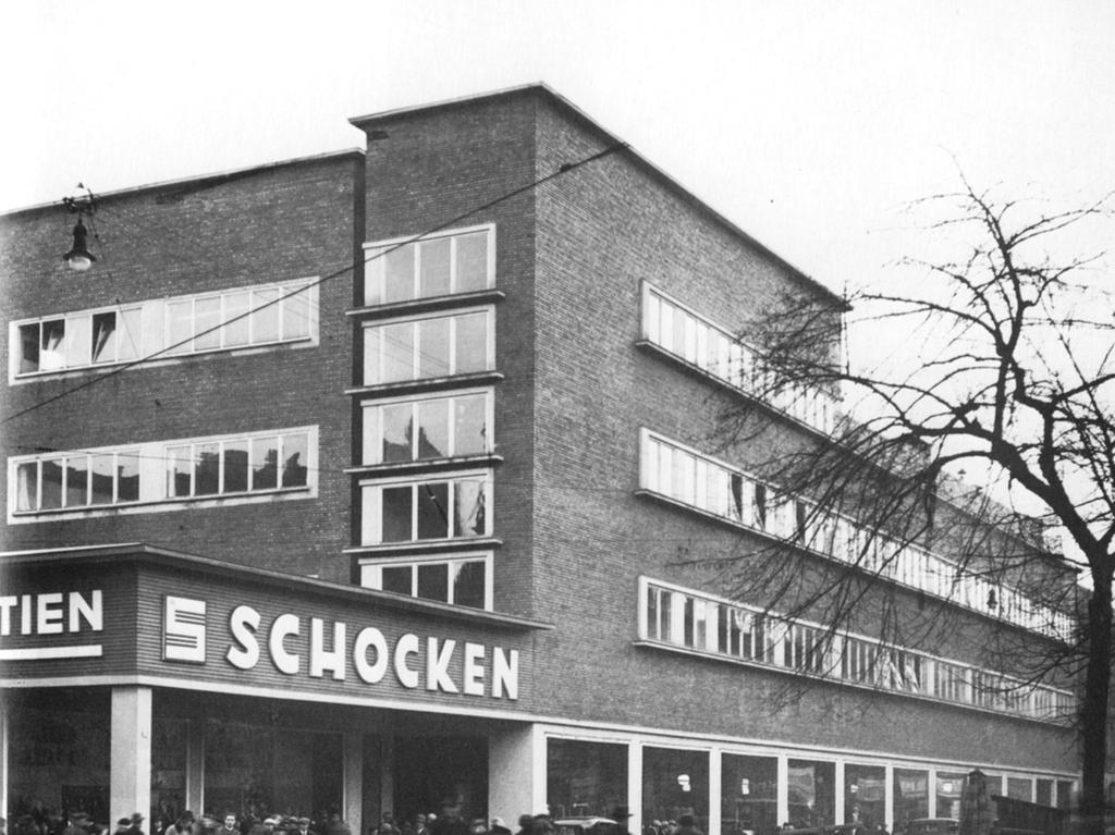 ... wurde es von den jüdischen Brüdern Simon und Salman Schocken eröffnet.