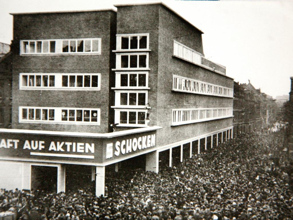 Das große Kaufhaus am Aufseßplatz in der Südstadt ist eine richtige Institution: Vor 85 Jahren...