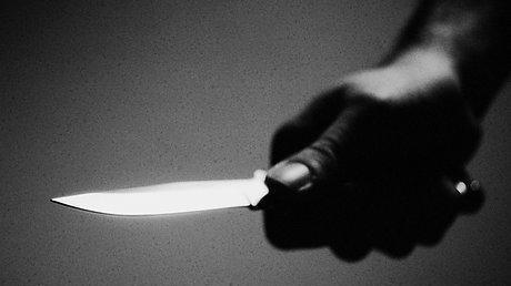 Angestellte mit Messer bedroht