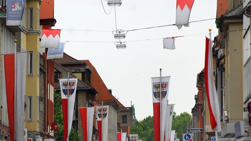 Traditionell wird Erlangen zur Bergzeit festlich beflaggt.