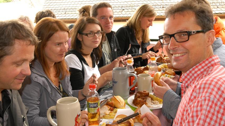 Journalistenfrühschoppen mit Schauspielerin Andrea Schmitt (3. von links) aus der Serie des Bayerischen Fernsehens