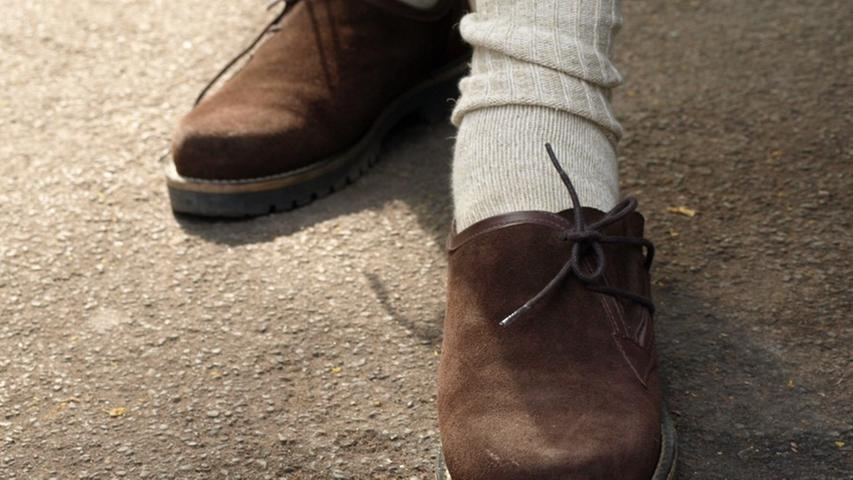 Johnnys Schuhwerk hingegen ist bewusst gewählt. Er hat sich für die traditionsreichen