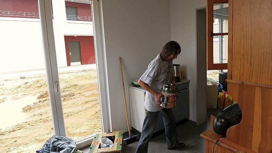 Blick in die neue Wohnung: Noch muss viel eingeräumt werden, aber die Mieterin ist damit zufrieden.