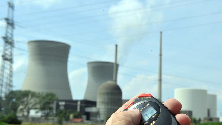 Bundesregierung dienert vor Atomindustrie