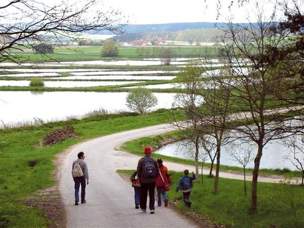 Zu Fuß oder mit dem Rad - Der Aischgrund bietet eine besondere Landschaft für kleine und große Entdecker.