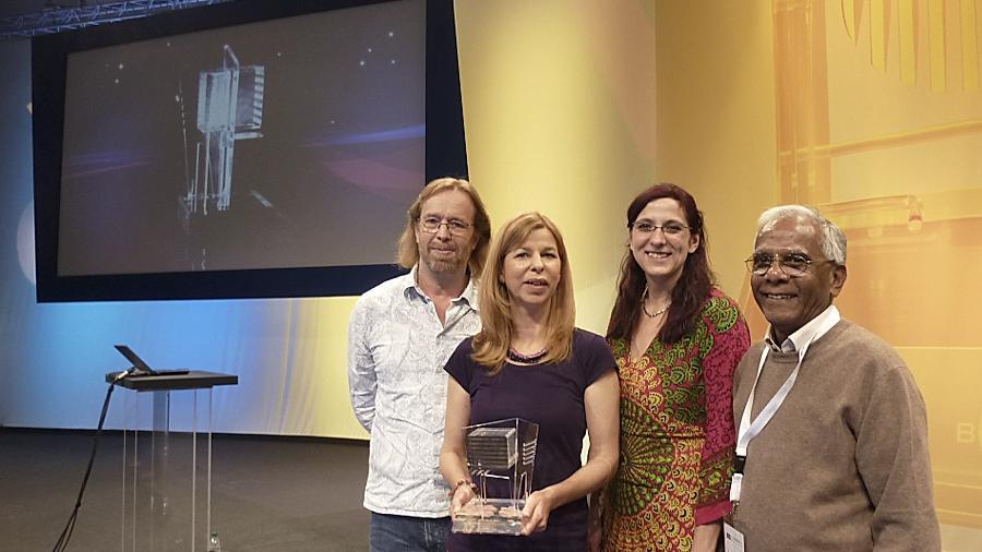 Die Filmemacher Julia Thomas und Thomas Steigerwald (links) sind für ihren Beitrag über Mitglieder eines Wohnprojekts (rechts) geehrt worden.