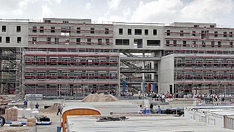 Ein mächtiger Neubau, in dem drei Fachrichtungen der Chemie eine neue Heimat finden werden: Das Chemikum im Südgelände kostet auch mächtig viel Geld.