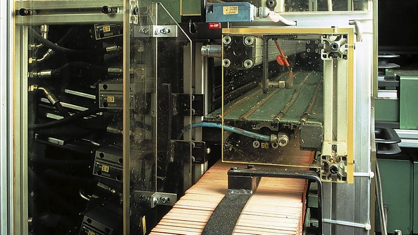 Heute sind viele Arbeitsschritte auf elektronisch gesteuerte Maschinen übertragen.