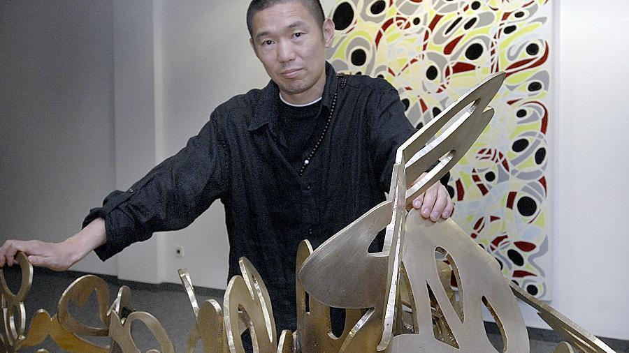 Greift in seinen Werken auf verschiedene Spielarten der Bildenden Kunst zurück: Der chinesische Künstler Chen Guangwu in seiner Ausstellung.