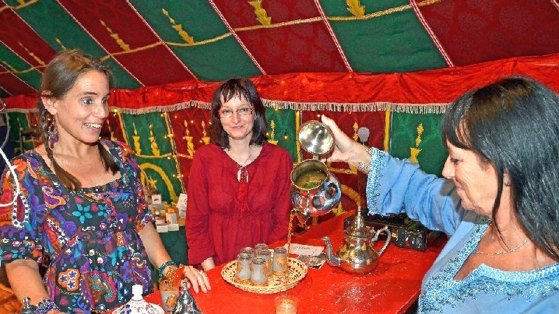 Darf natürlich nicht fehlen bei einem Afrika-Festival: Tee.
