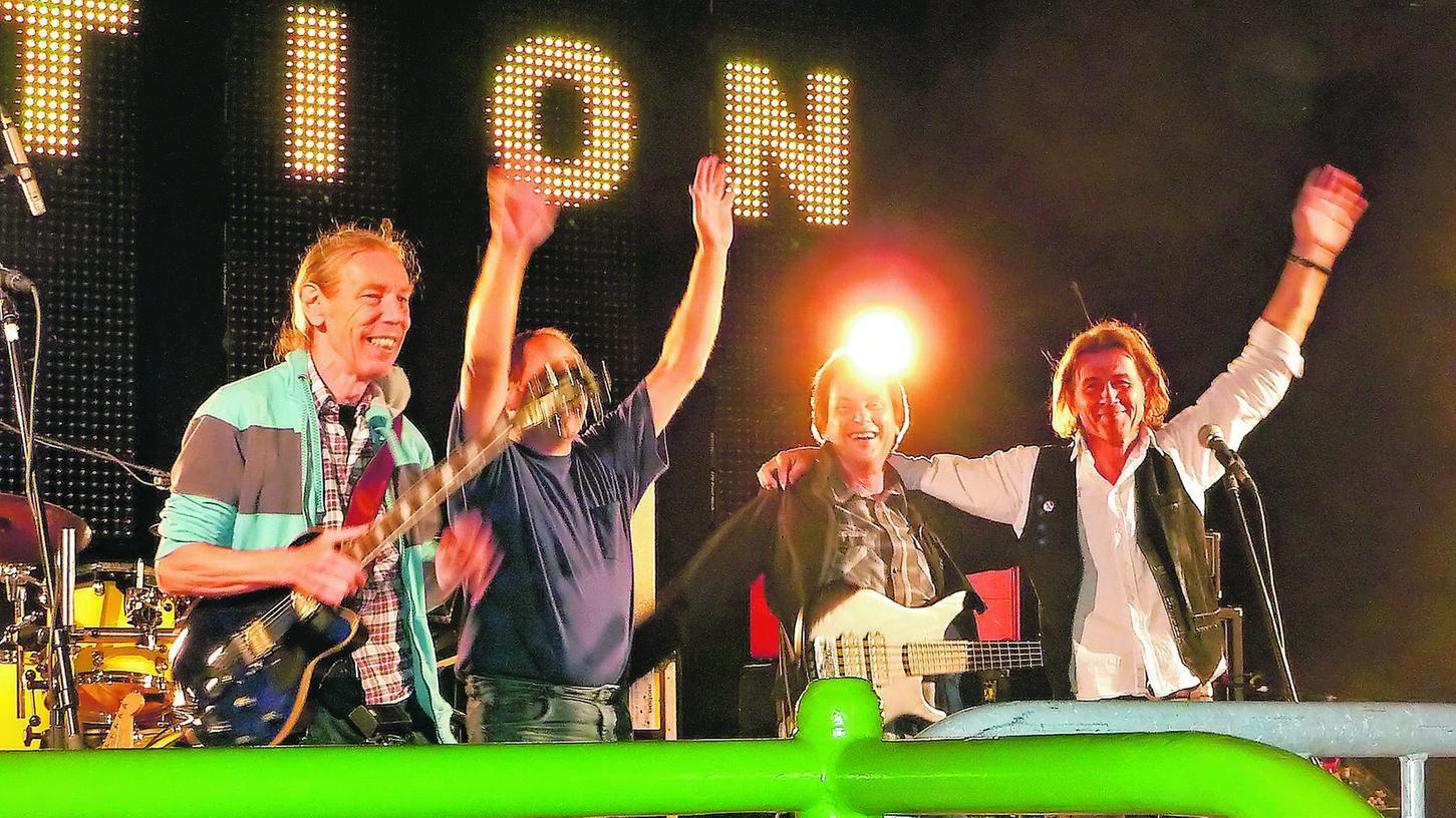 Gut gelaunte Alt-Rocker nach drei Zugaben: Rob Terstall, Claus Pohan, Kurt Reis und Robert Puritscher (von links).