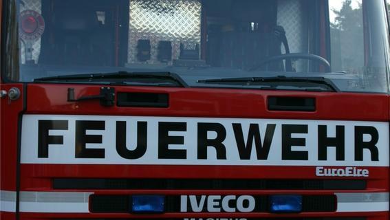 Stall bei Gräfenberg brennt: 90 Schafe werden gerettet