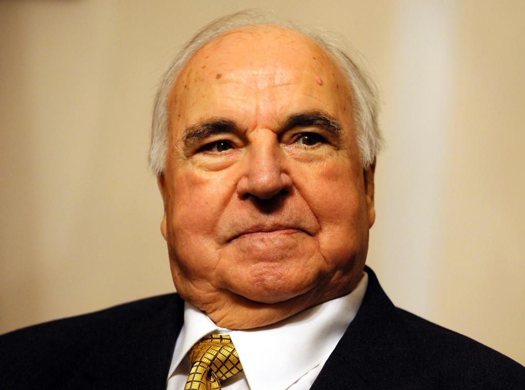 Altkanzler Helmut Kohl bestreitet, dass er seine Nachfolgerin Angela Merkel kritisiert hat.