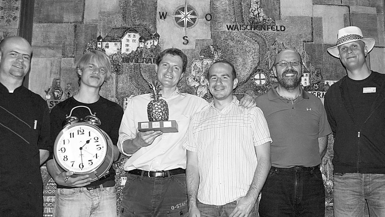 Nach dem Wettkampf, vl.: der Chef der Pulvermühle, Christian Bezold, Florian Wagner, Michael Bezold, Christian Gabriel, Dieter Hillesheim und Christian Troyke.