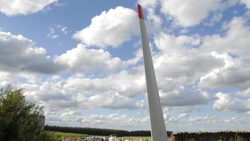Stolz reckt sich das Energiedenkmal in den Himmel über den Landkreis Neustadt/Aisch.
